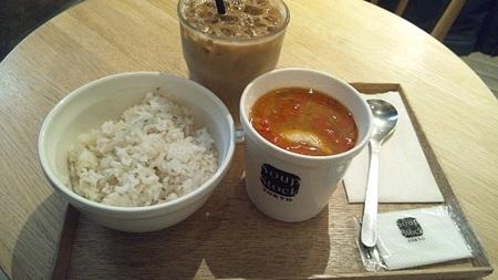 豚肉とじゃがいものインカ風スープ