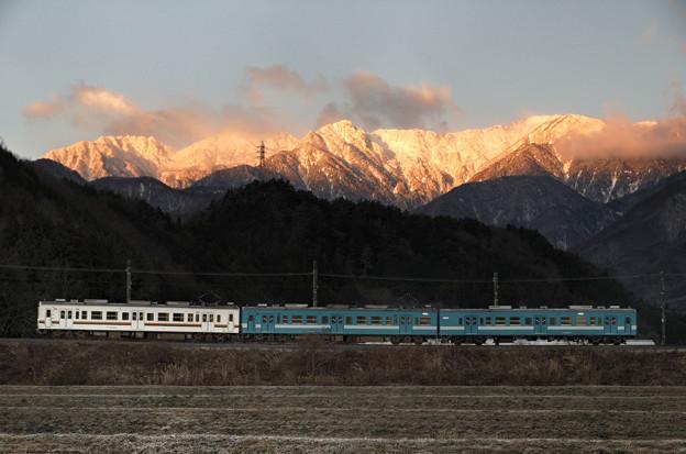 極寒の朝、E4が往く。