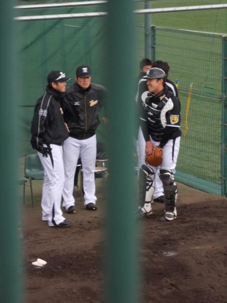 写真: 笑顔の川崎と橋本