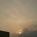写真: 雲から出て来た朝日