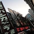 新宿西口駅の前