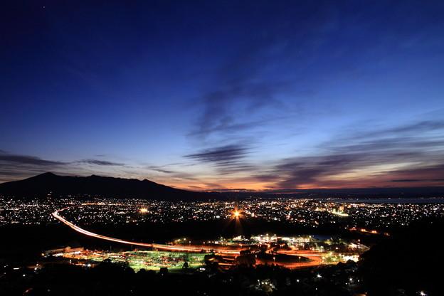 写真: 富士市の夜明け
