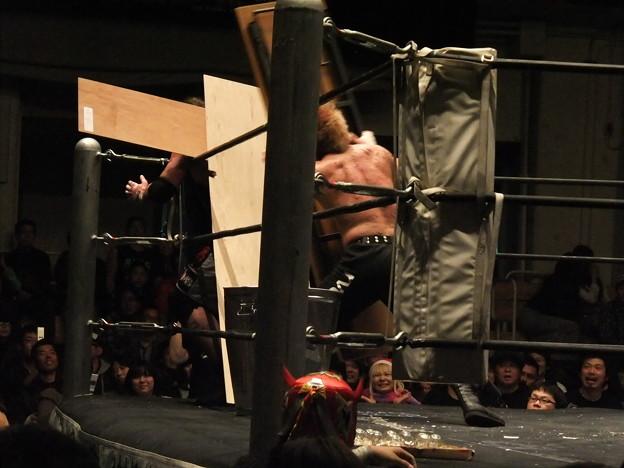 Photos: 竹田誠志vsMASADA  FREEDOMS 葛西純プロデュース興行 Blood X'mas 2011 (4)