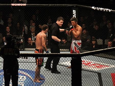 UFC 144 ジェイク・シールズvs秋山成勲 (4)