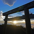 Photos: 御来光と鳥居