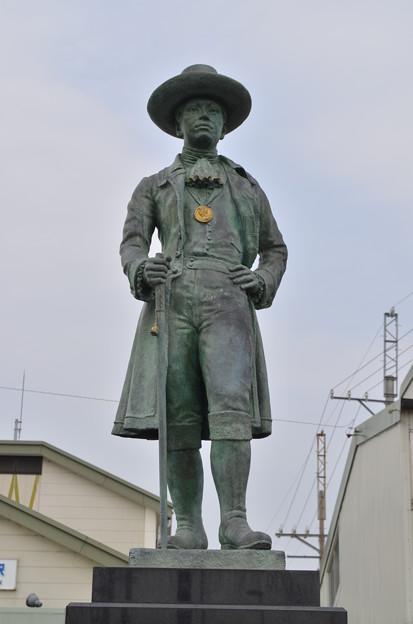 写真: 大黒屋光太夫の像