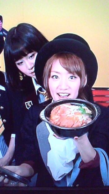 たかみなのカツ丼を狙う敦子