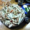 写真: オイラの夕飯、蟹と瓶ビール...