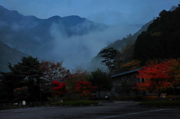 夕暮れの西赤石山登山 口♪