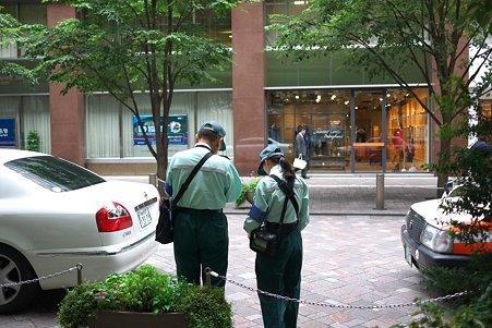 2011.08.27 丸の内仲通り 駐車監視員