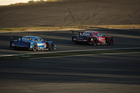MOTUL AUTECH GT-R vs カルソニック INPUL GT-R