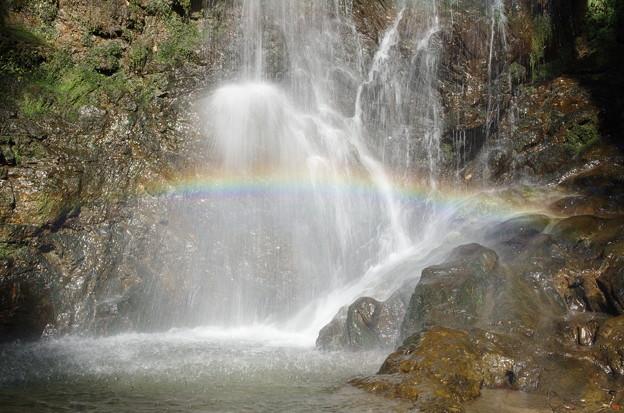 滝の飛沫に架かる橋(2)