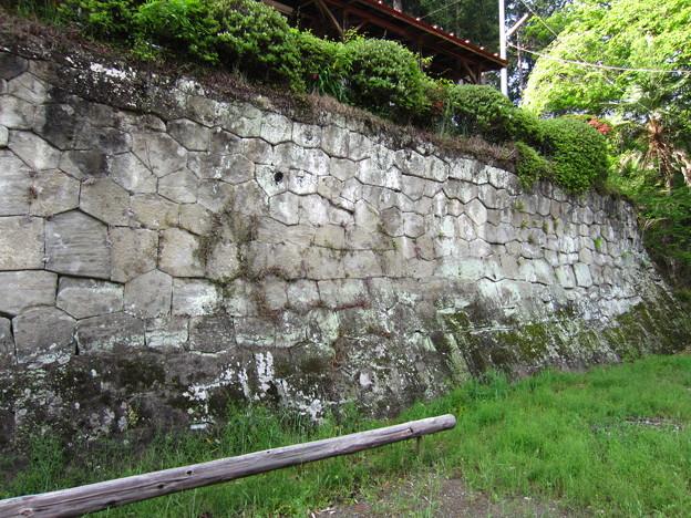 小野原稲荷神社(秩父市)の石垣2