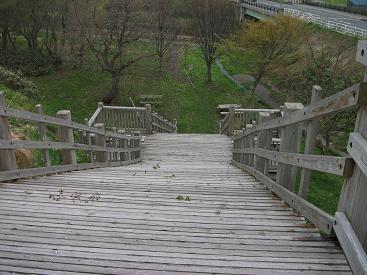 120510木製の階段