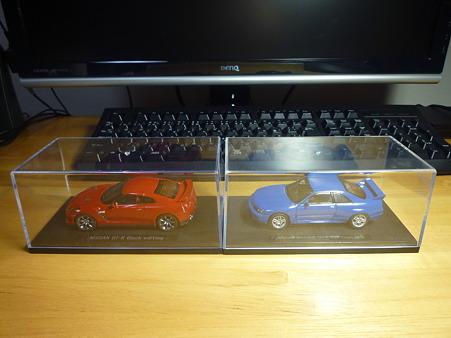 NISSAN GT-R Blakc edition & NISSAN SKYLINE GT-R R33 Vspec 1995 side