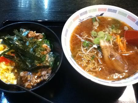 鶏丼と味噌ラーメン 日替り700円